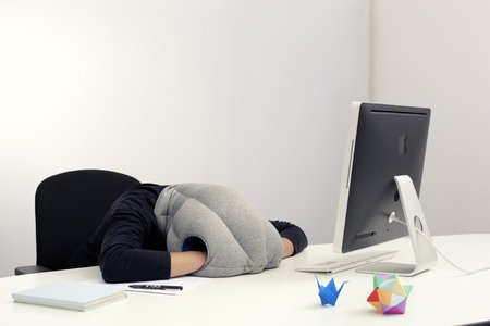 Fitted thumb nap pillow